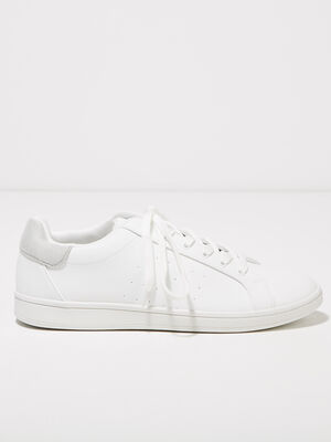 Baskets plates perforees blanc homme
