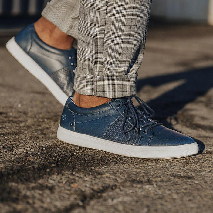 Baskets plates détail embossé bleu foncé homme