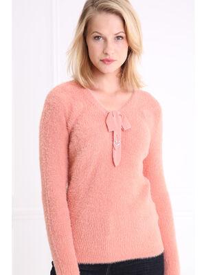 Pull col en V maille duveteuse rose saumon femme