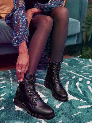Bottines plates bande oeillets noir femme
