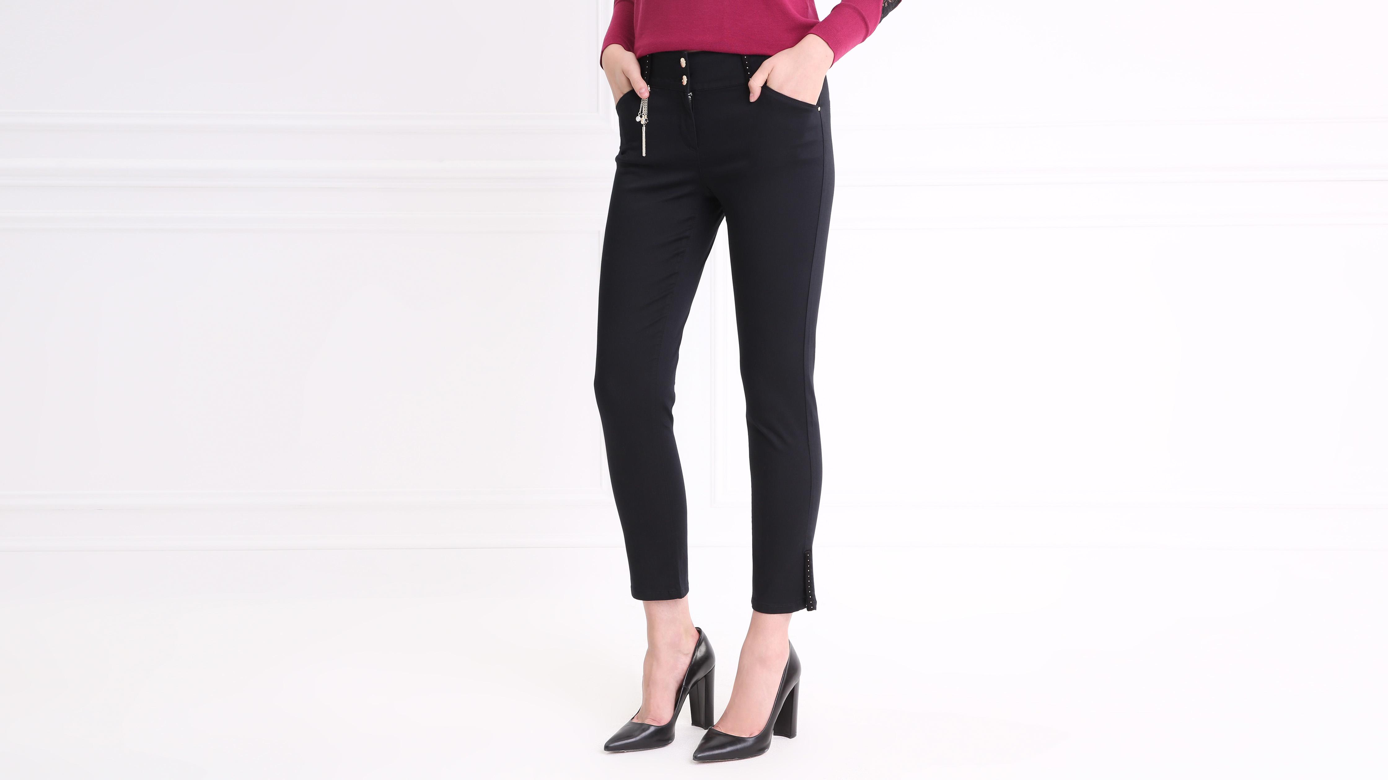 772d4ccdfd3a8 Pantalon satin avec strass et breloques noir femme | Vib's