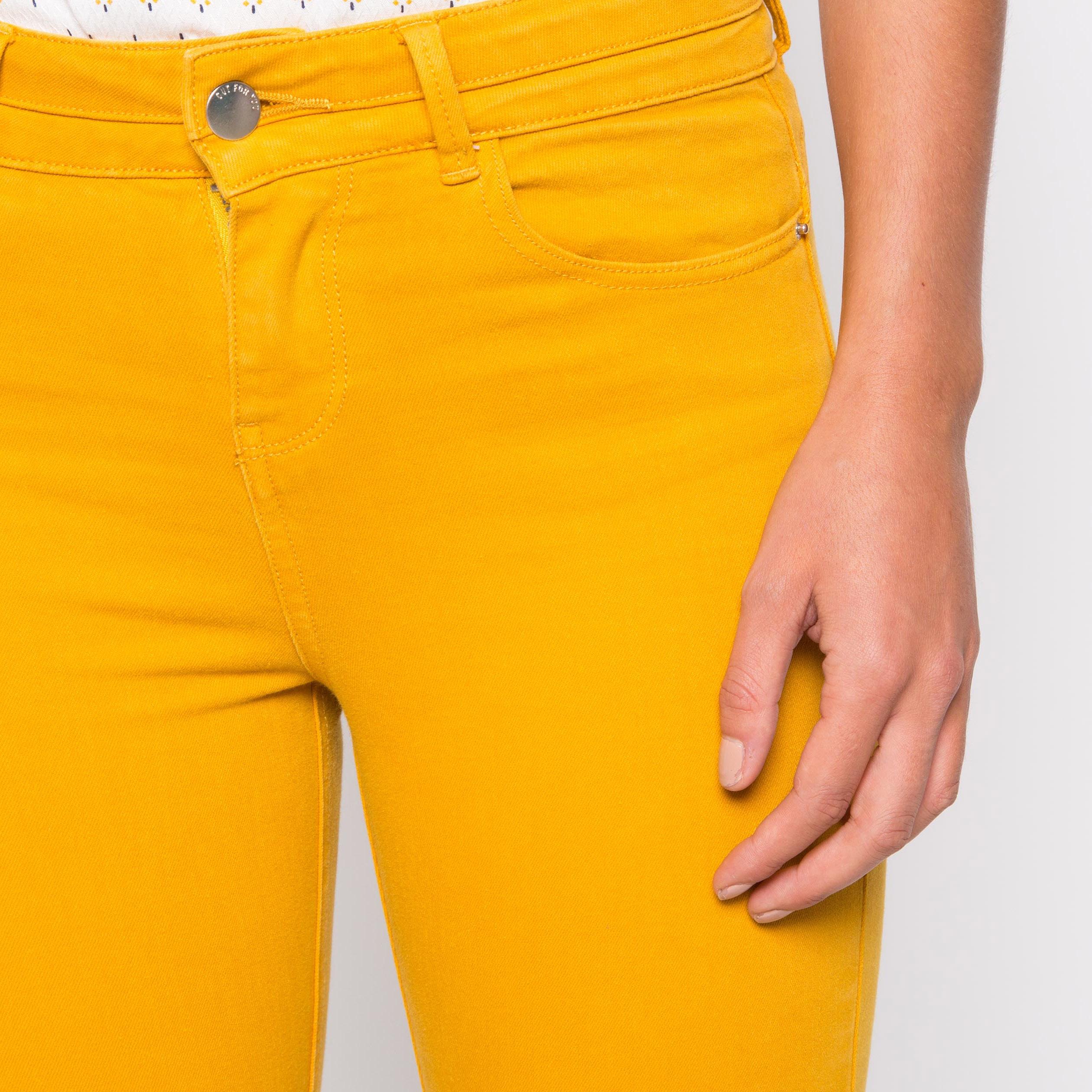 1ae4fe6e4f674 Pantalon regular basique jaune or femme